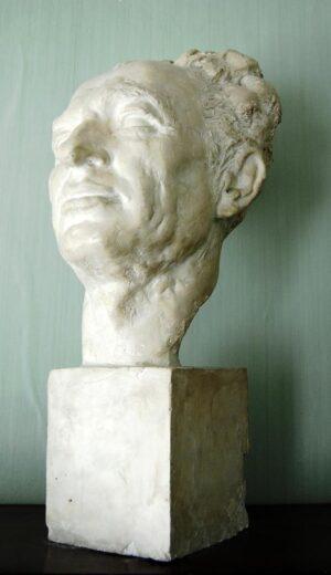 Скульптор Баки Урманче