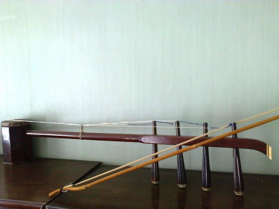 Китайский струнный смычковый инструмент Сыху