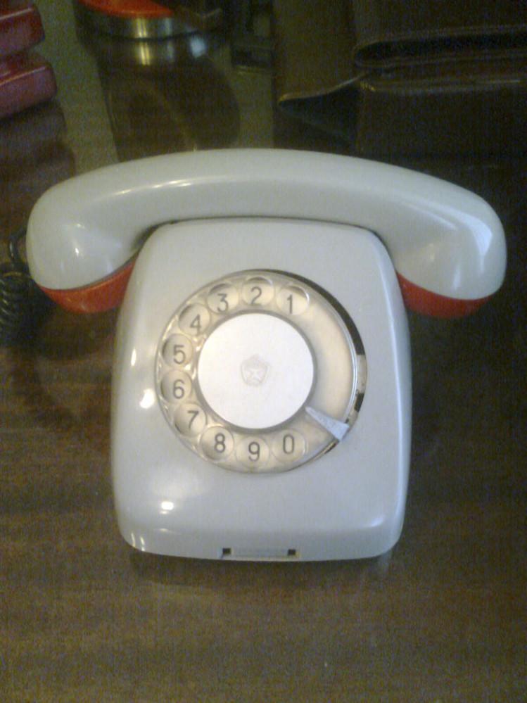 Телефон дисковый бытовой
