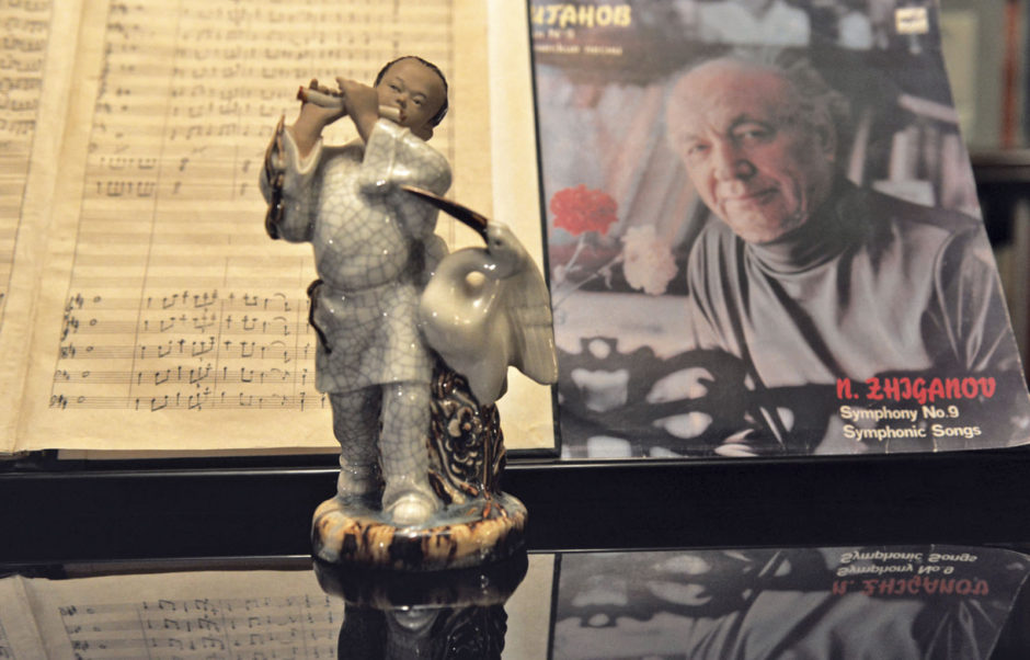Скульптурная композиция «Флейтист и аист» композитора Назиба Жиганова